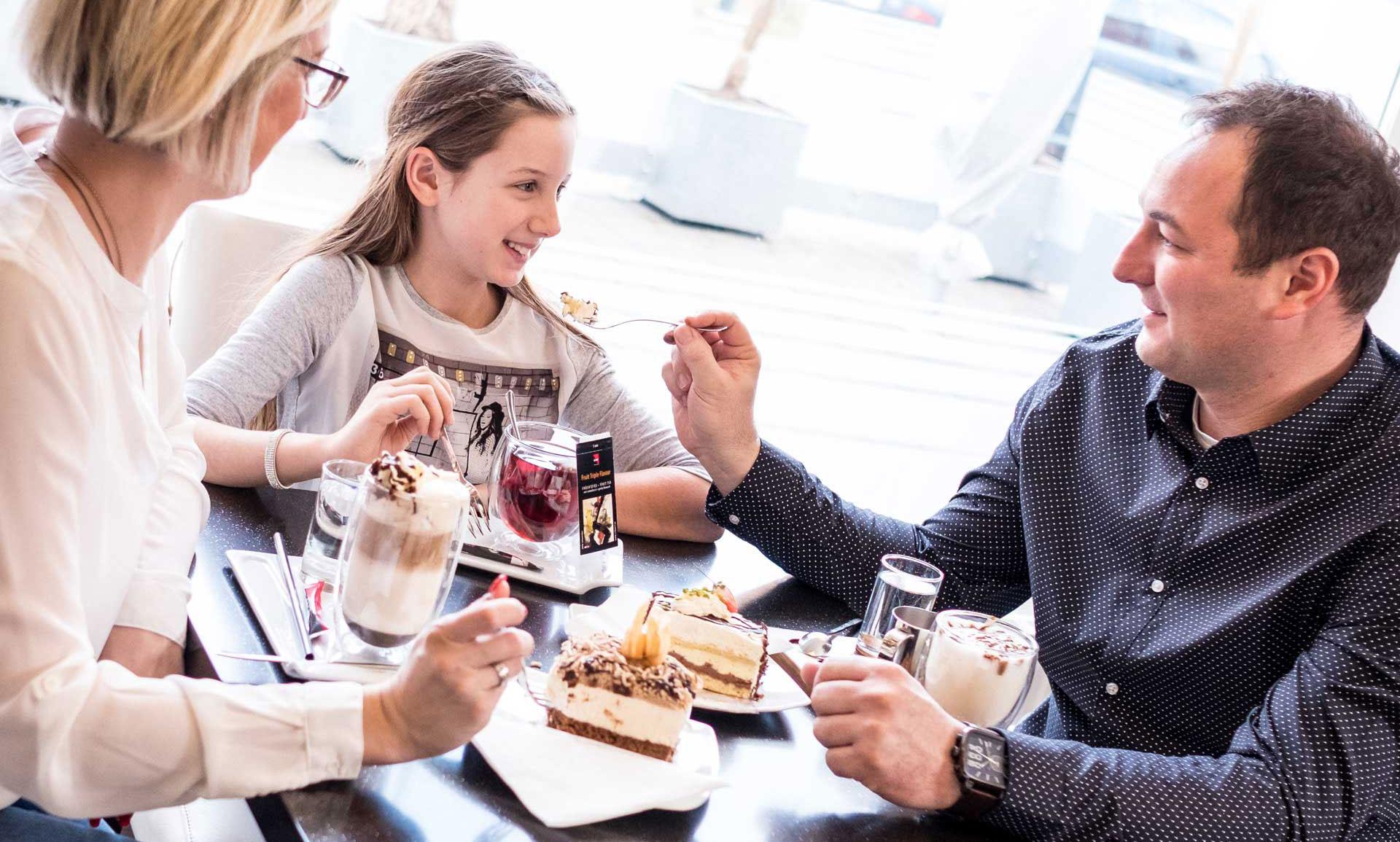 Kaffee und Süßigkeiten aus Fürstenfeld